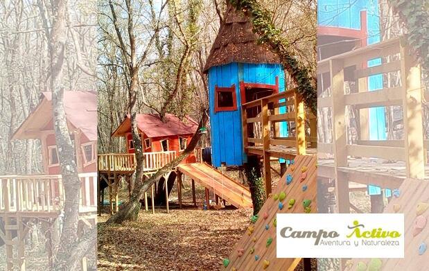 Diviértete en un parque de aventura entre árboles