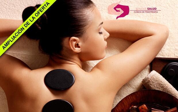 Masaje relajante con piedras calientes y aceites esenciales