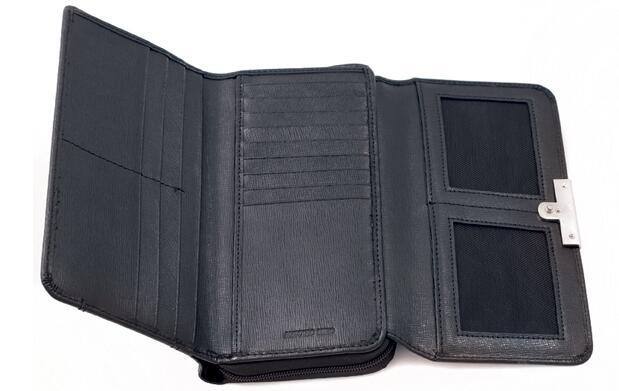 Regala billetera de señora Antonio Miró