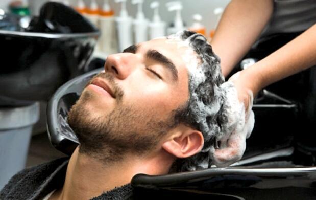 Peluquería caballero + masaje capilar