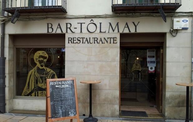 Disfruta de un menu en el bar Tôlmay