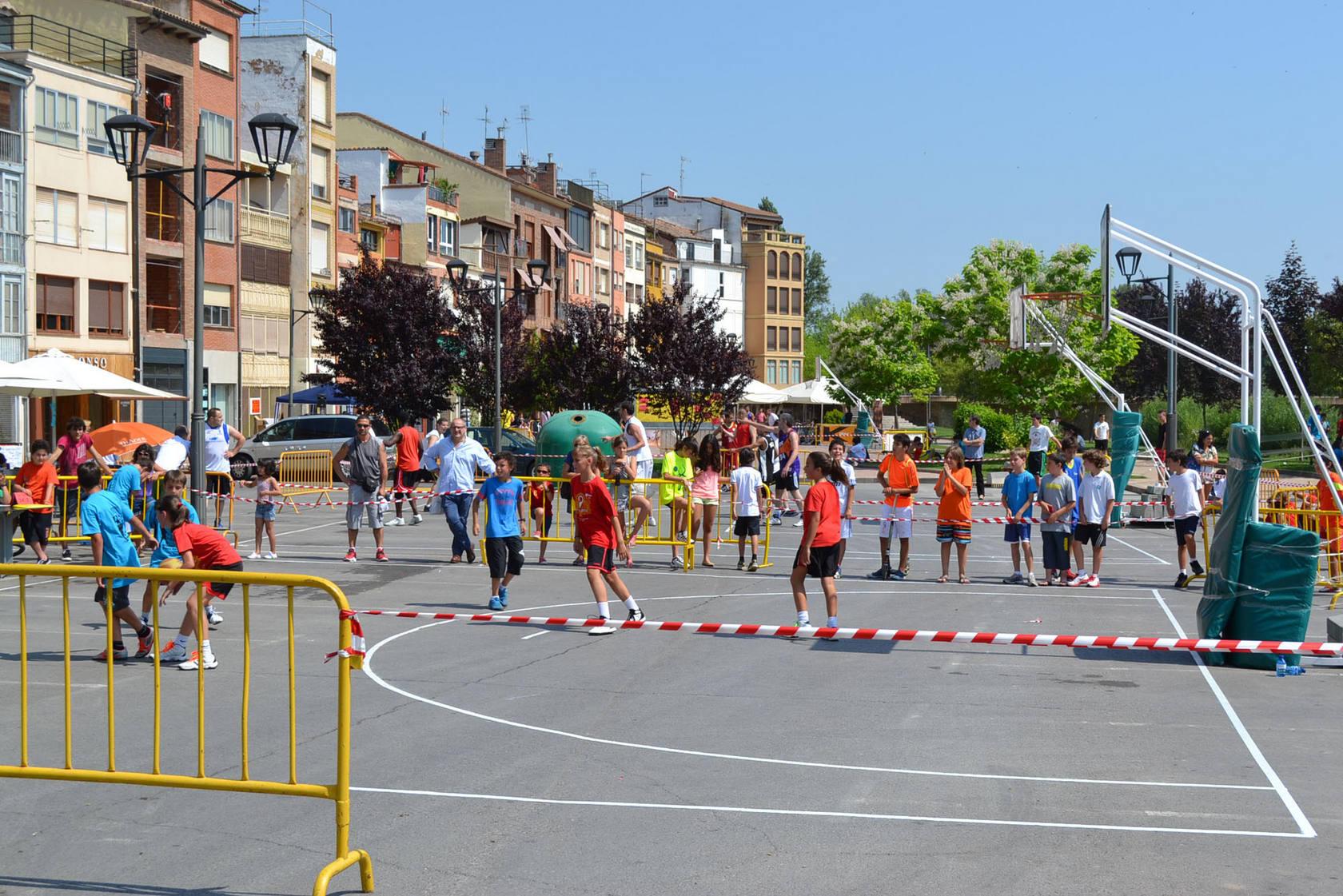 Baloncesto en la calle para todas las edades en Nájera