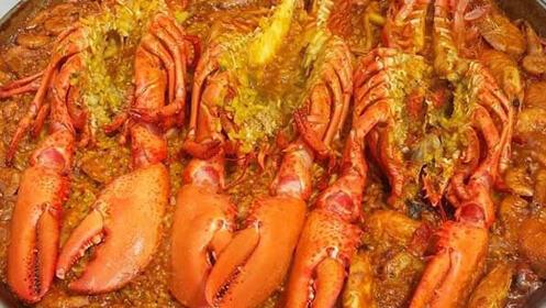 Elige tu paella: carne, pescado o marisco. Date un capricho