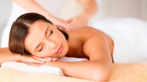 Masaje descontracturante de espalda y piernas cansadas, 100% relax