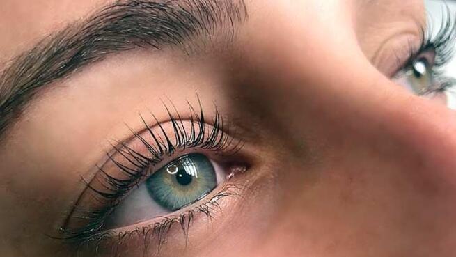 Diseño y depilación de cejas con maquillaje con opción a lifting de pestañas